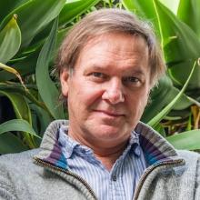 Dr. Tim J. Davis